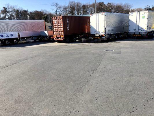 トラック 狭い場所に駐車